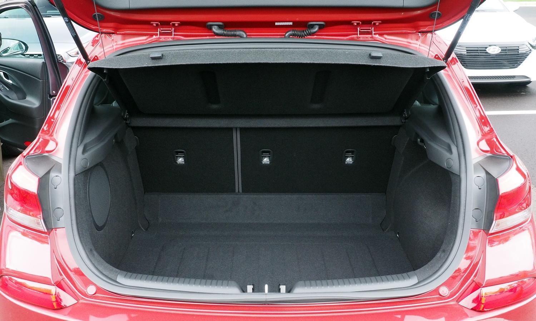 Hyundai Elantra GT Photos: Hyundai Elantra GT cargo area