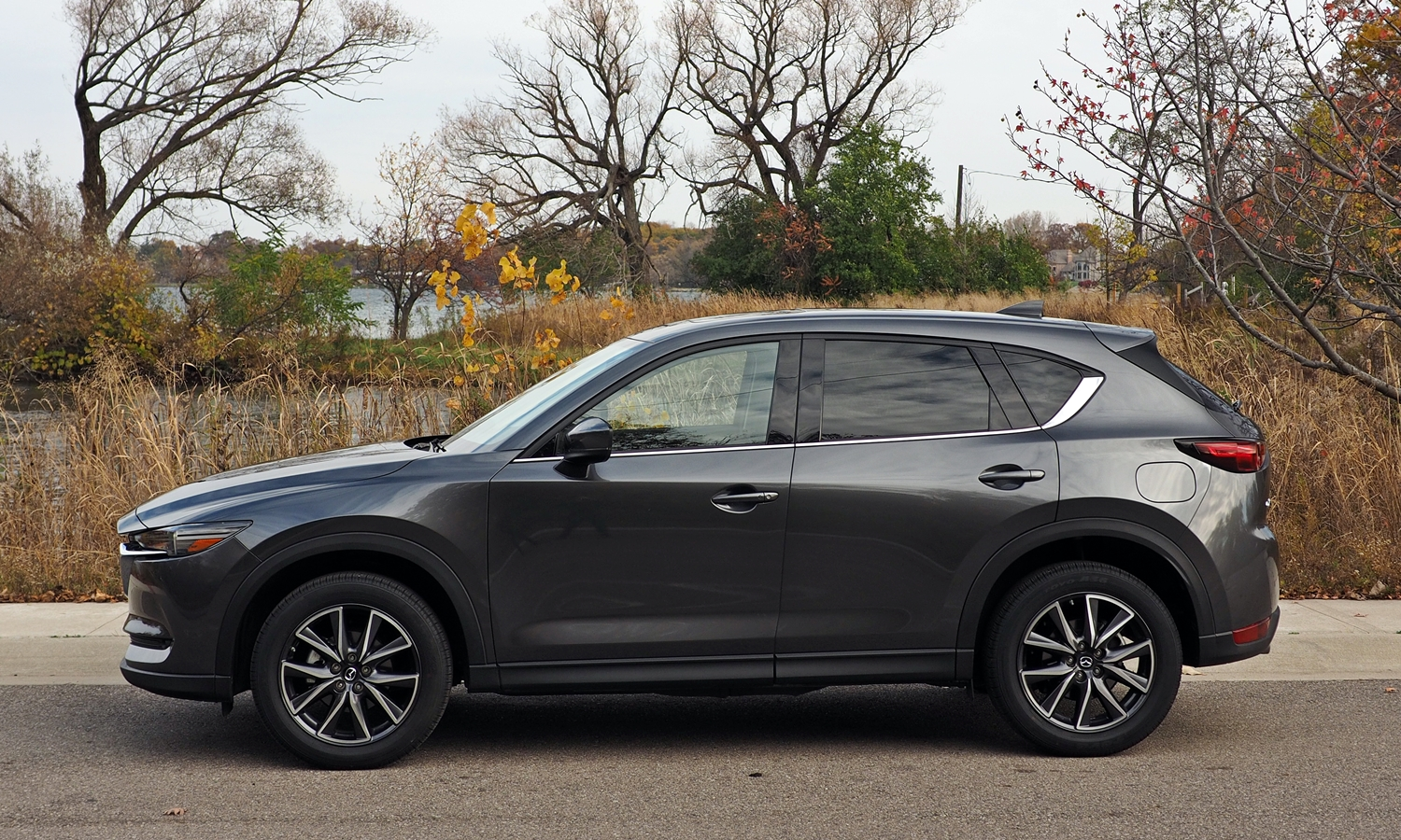 Mazda CX-5 Photos: 2017 Mazda CX-5 side view