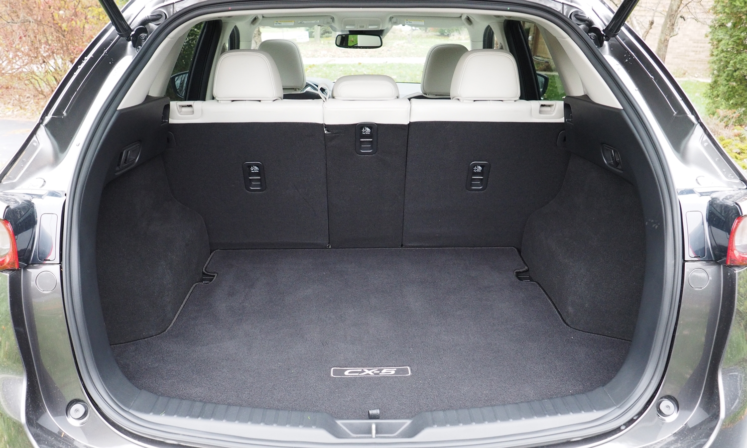 Mazda CX-5 Photos: 2017 Mazda CX-5 cargo area