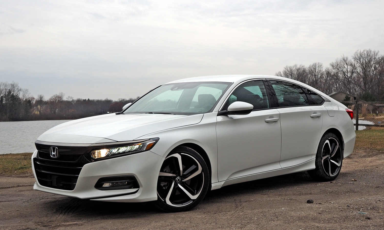 2018 Honda Accord Sport front quarter view