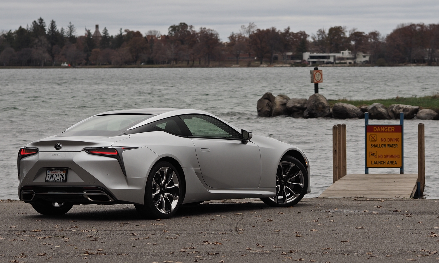 Lexus LC Photos: Lexus LC 500 rear quarter view
