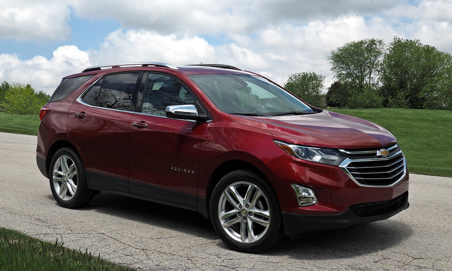 GMC Terrain Photos: 2018 Chevrolet Equinox front quarter view