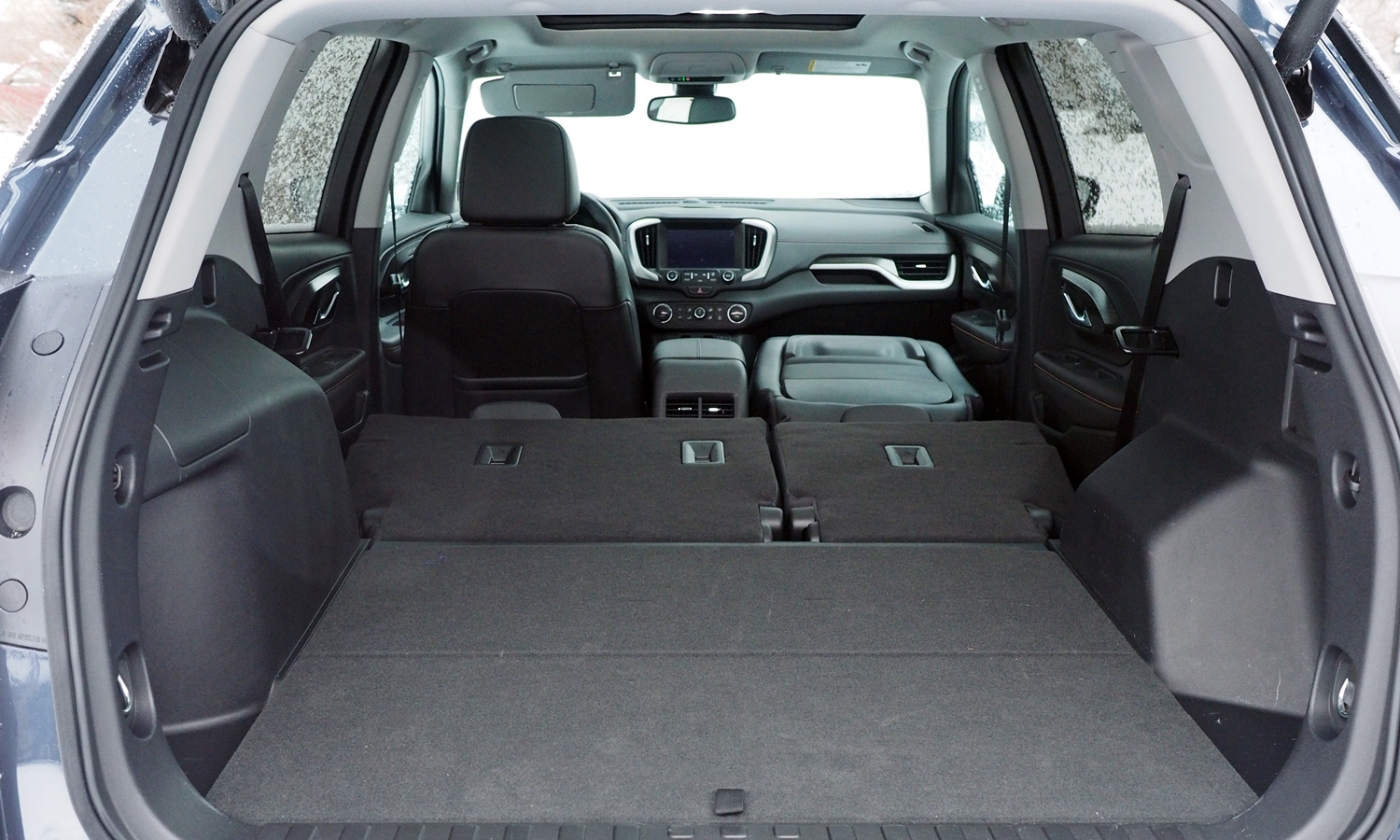 GMC Terrain Photos: 2018 GMC Terrain cargo area all seats folded