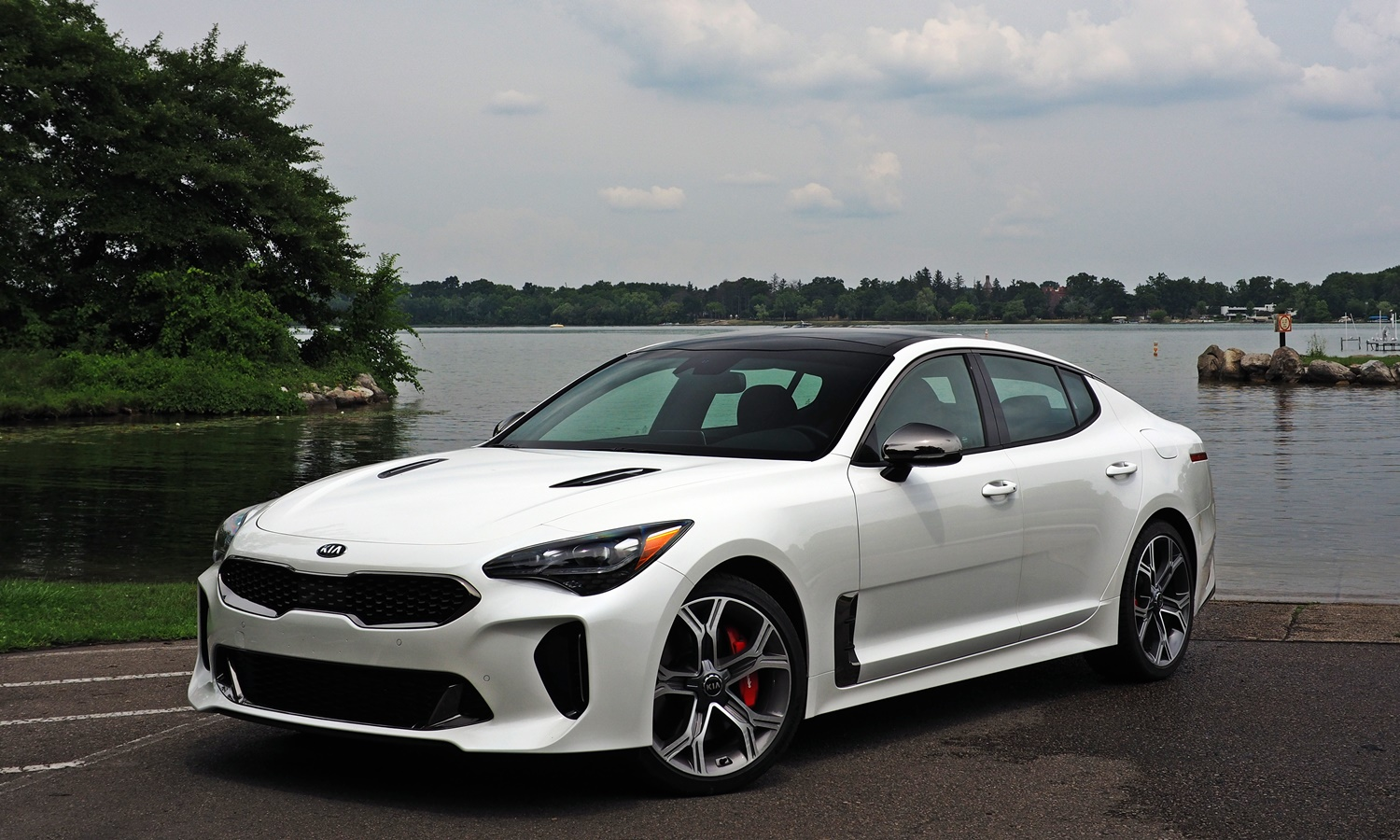 Stinger Reviews: Kia Stinger GT front quarter