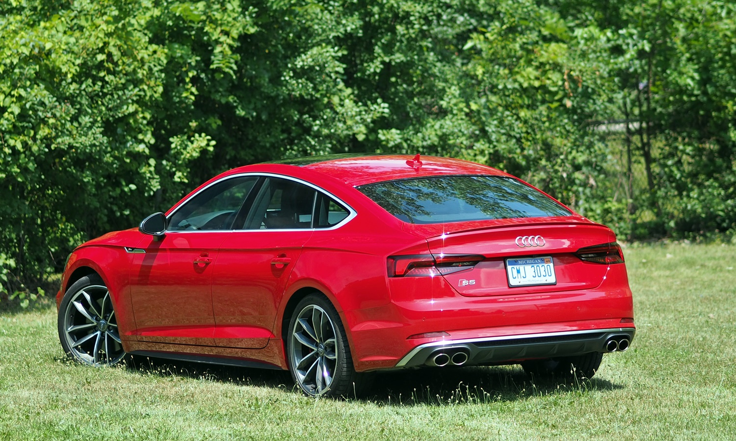 Kia Stinger Photos: Audi S5 Sportback rear angle