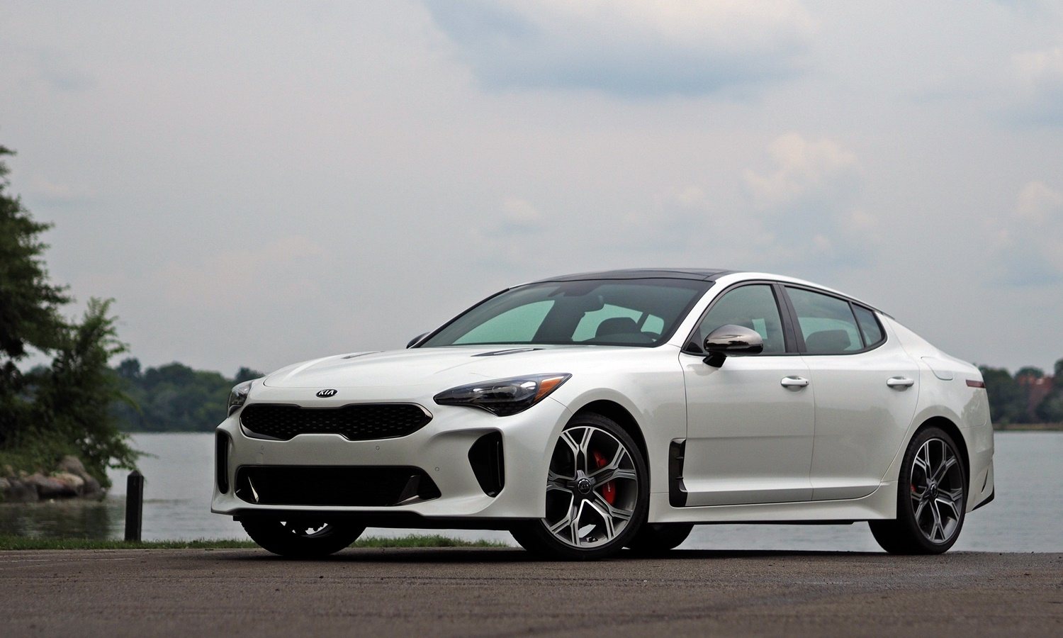 Kia Stinger Photos: Kia Stinger GT front quarter low