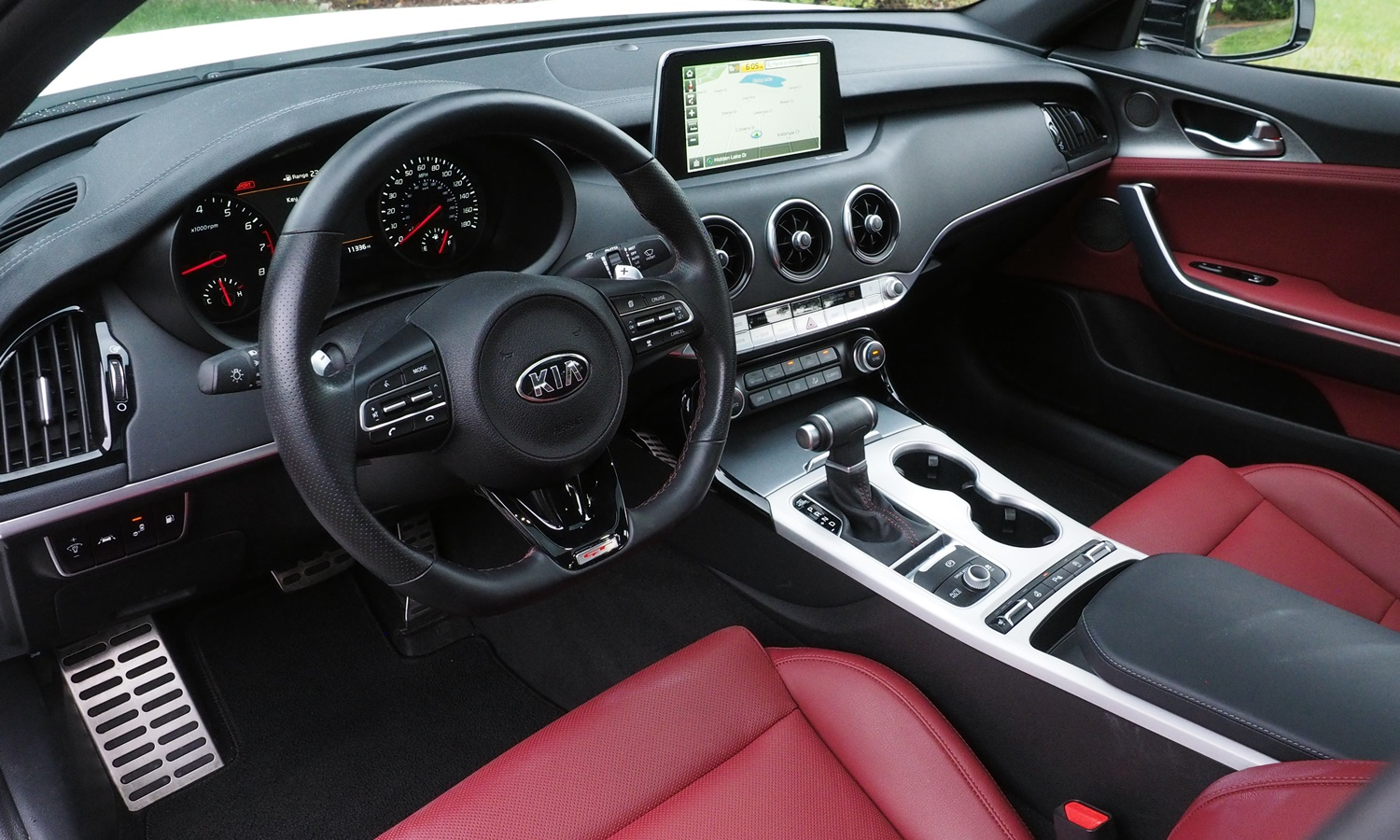 Stinger Reviews: Kia Stinger GT interior