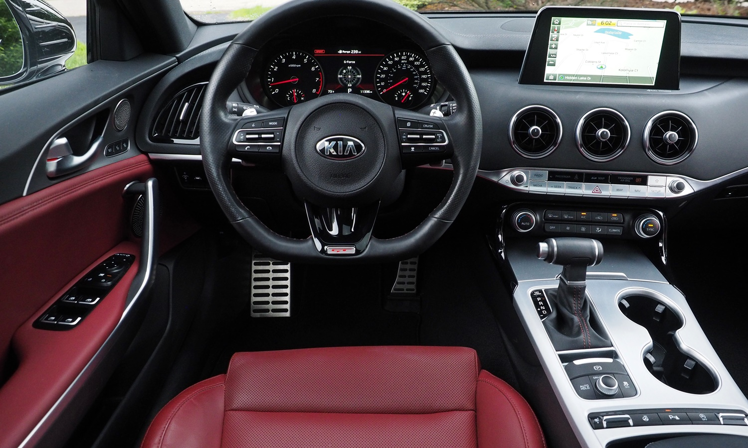 Stinger Reviews: Kia Stinger GT instrument panel