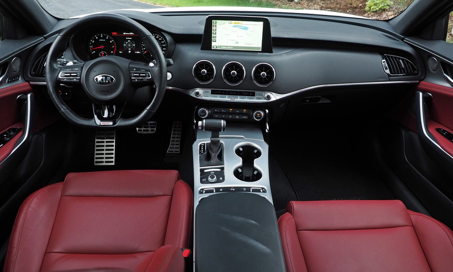 Kia Stinger Photos: Kia Stinger GT instrumen panel full