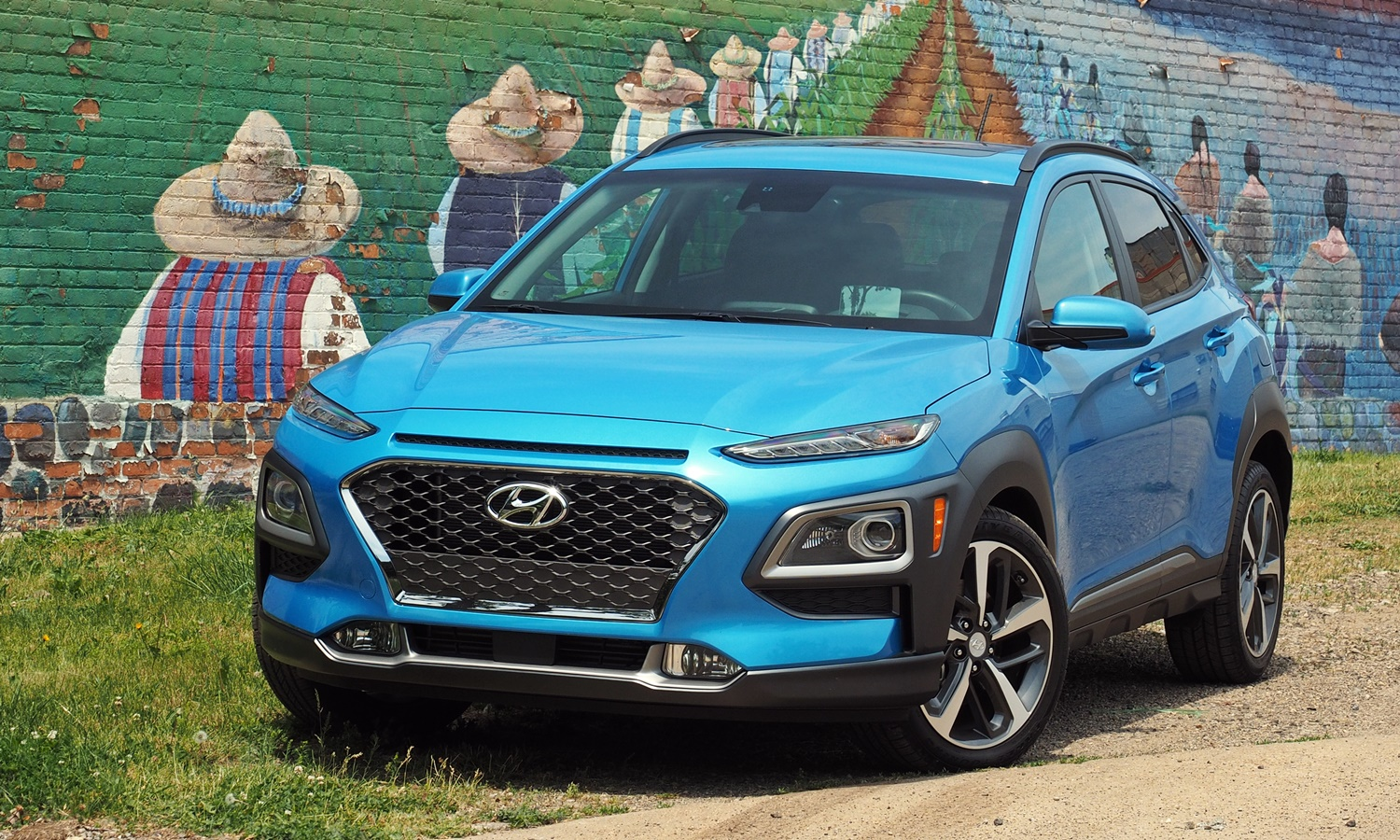 Kona Reviews: 2018 Hyundai Kona front angle view