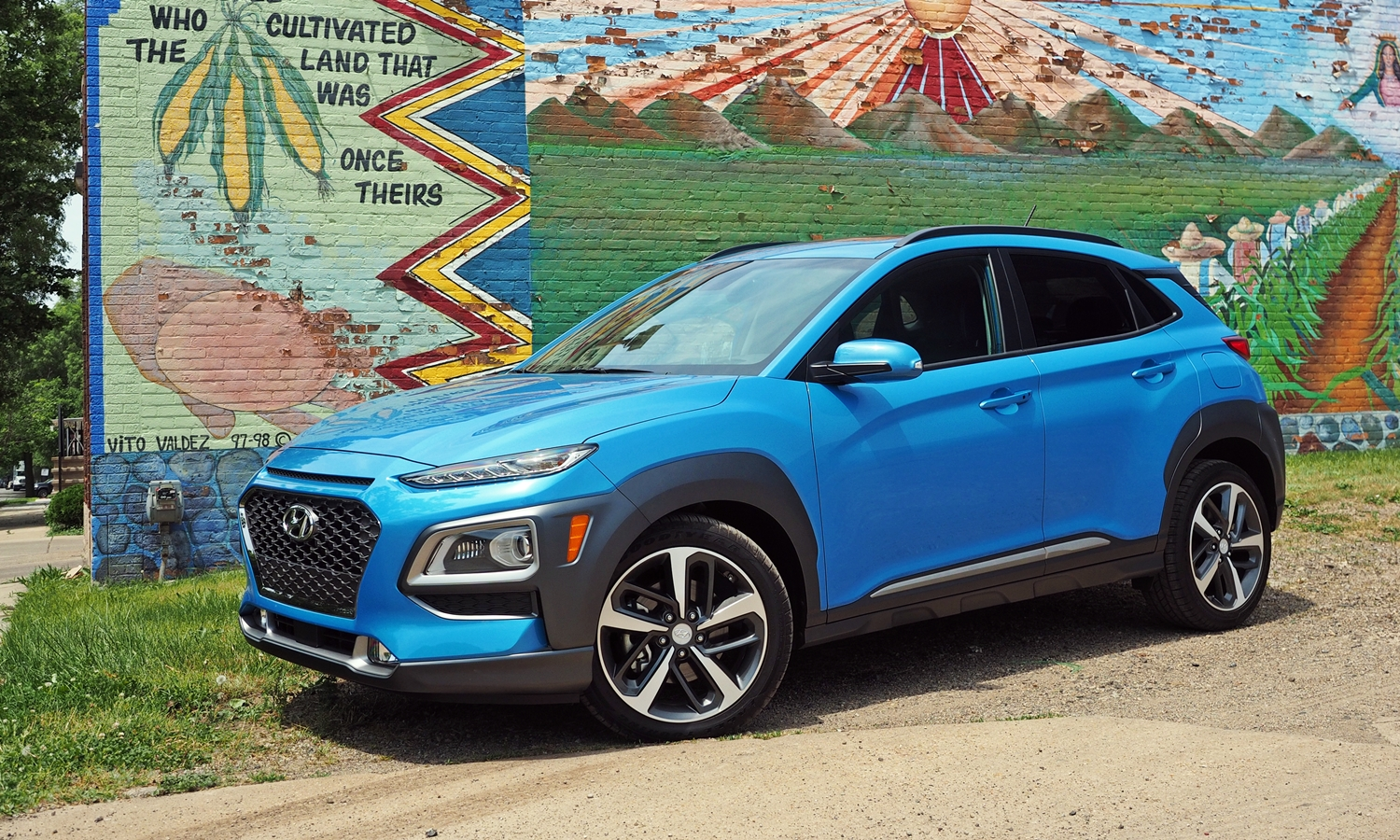 Kona Reviews: 2018 Hyundai Kona front quarter view