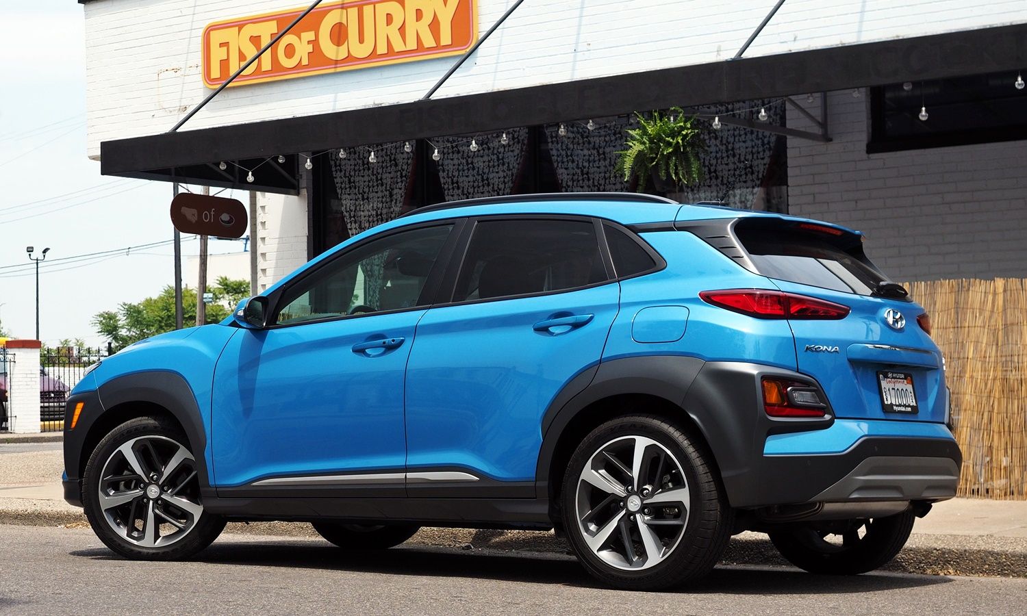Hyundai Kona Photos: 2018 Hyundai Kona rear quarter view low