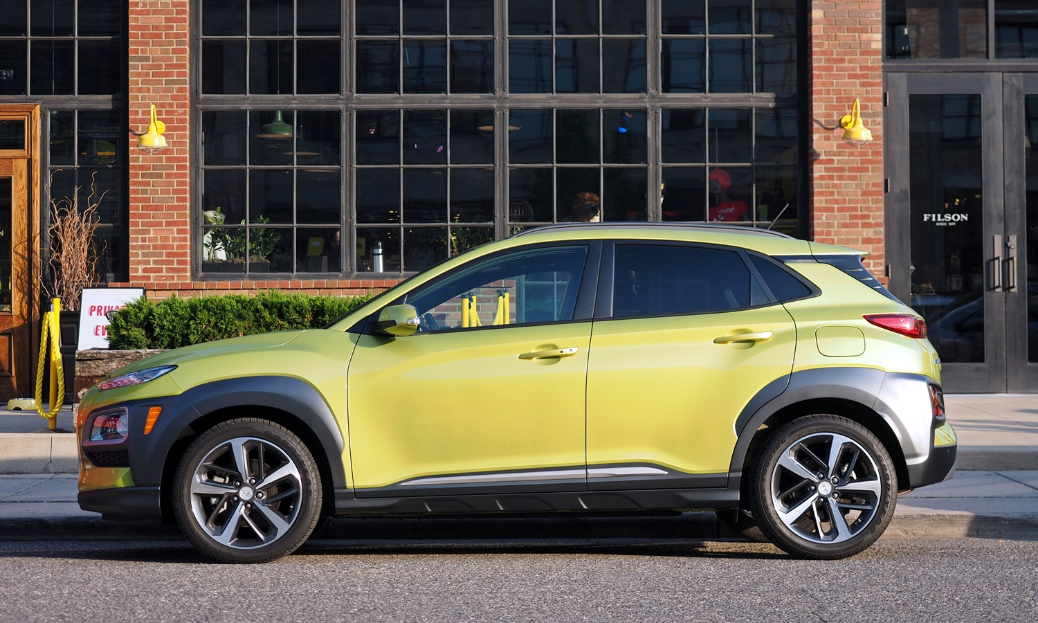 Hyundai Kona Photos: 2018 Hyundai Kona side view