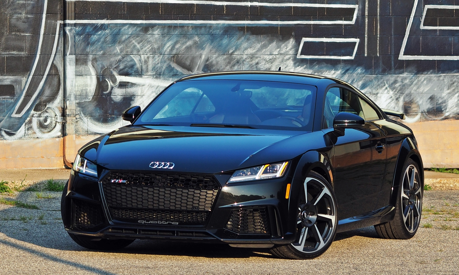 Audi TT Photos: Audi TT RS front angle view