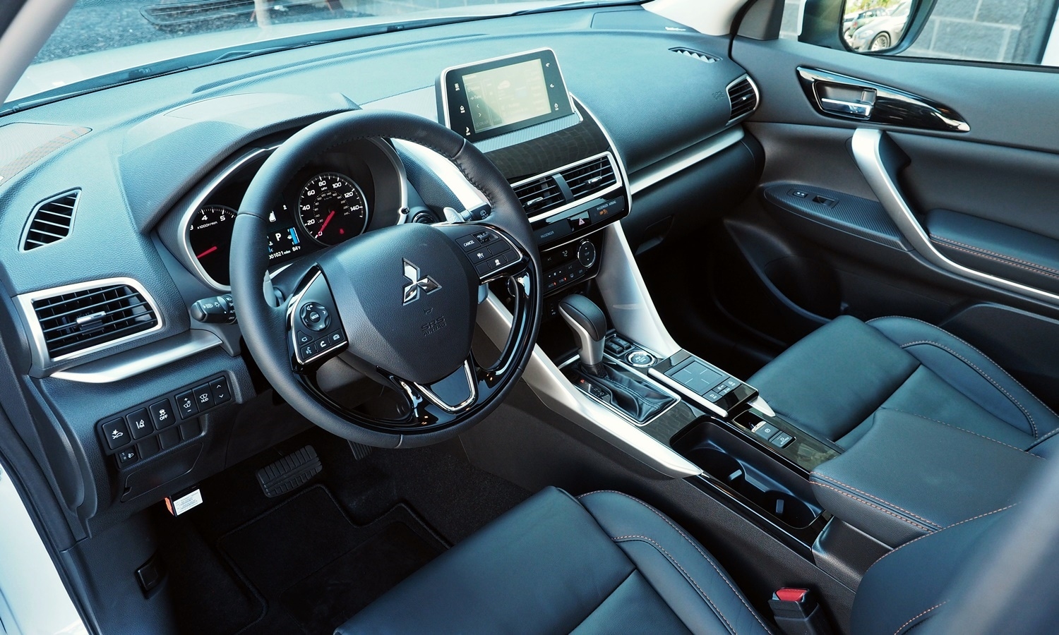 Mitsubishi Eclipse Cross Photos: 2018 Mitsubishi Eclipse Cross interior