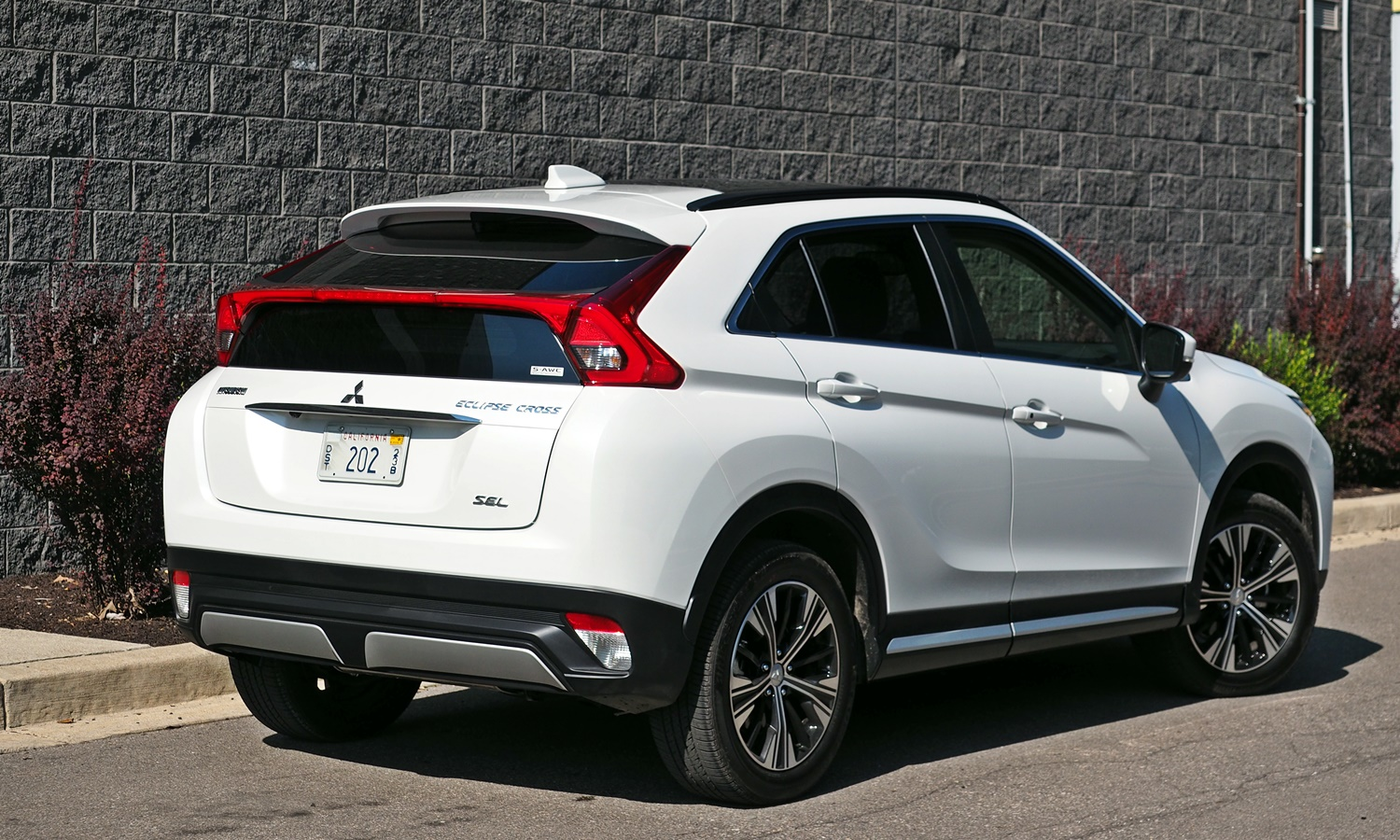Mitsubishi Eclipse Cross Photos: 2018 Mitsubishi Eclipse Cross rear quarter view