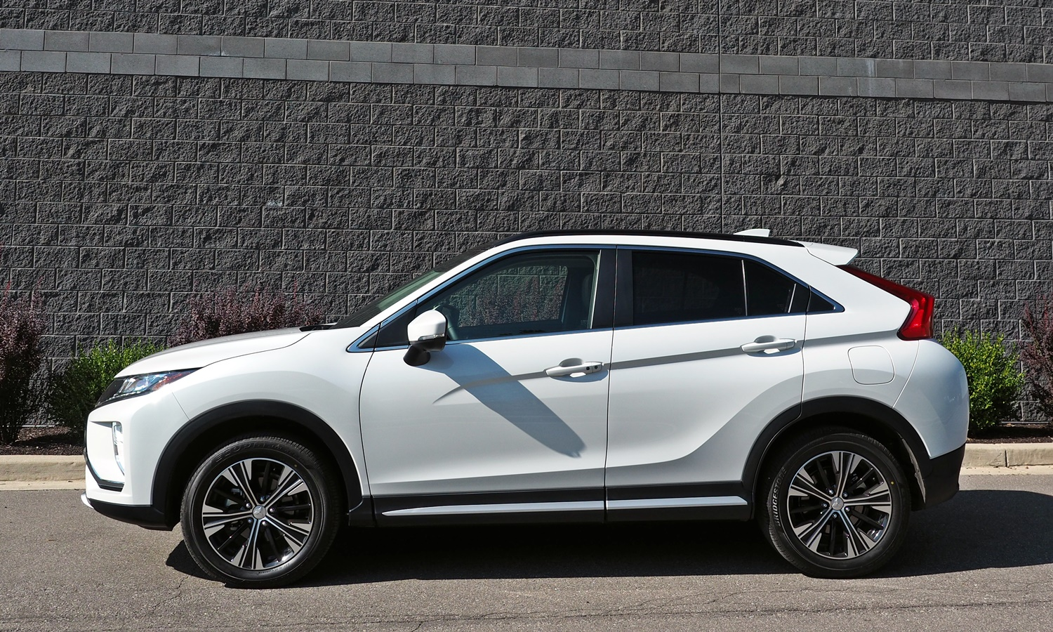Mitsubishi Eclipse Cross Photos: 2018 Mitsubishi Eclipse Cross side view