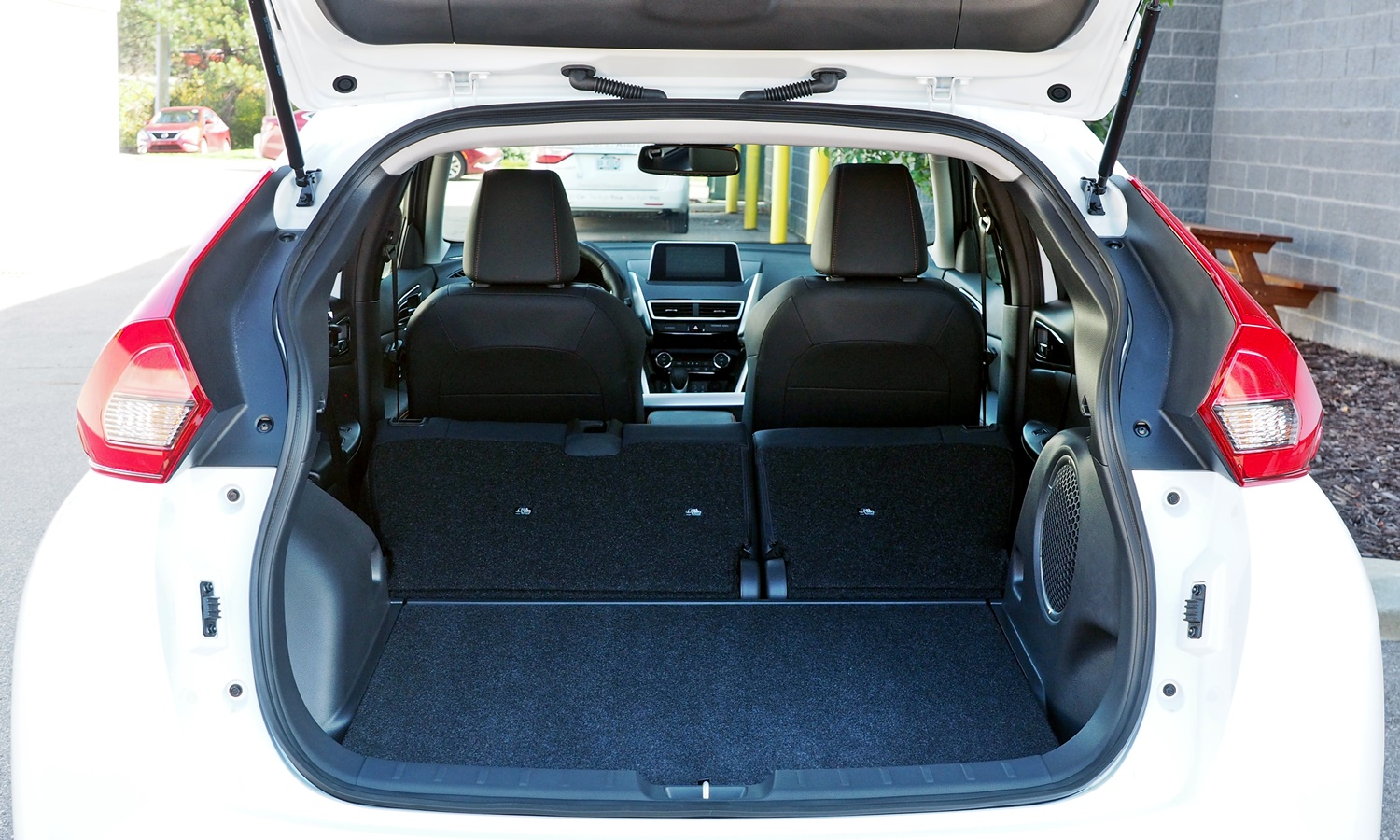 Mitsubishi Eclipse Cross Photos: 2018 Eclipse Cross cargo area with seats folded