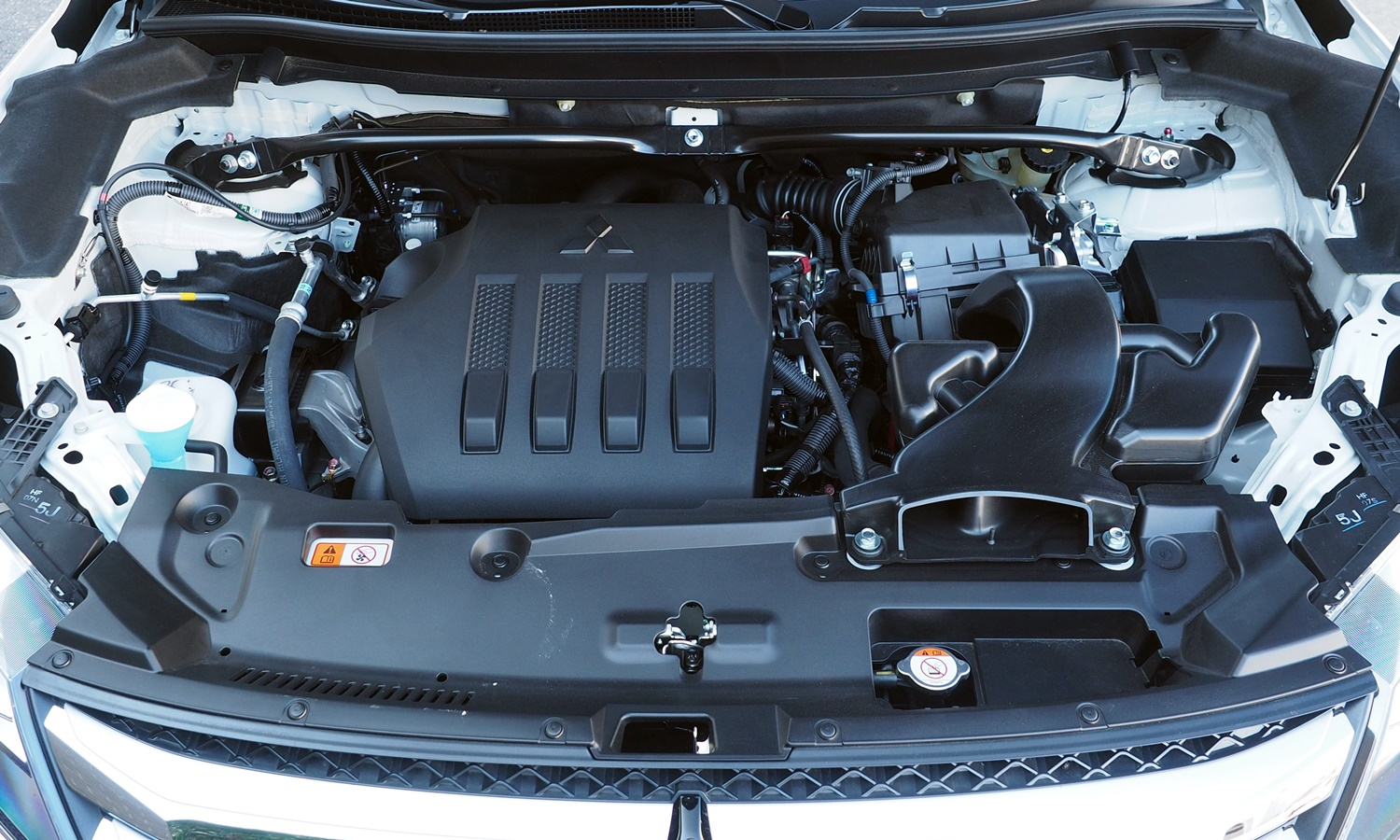 Mitsubishi Eclipse Cross Photos: 2018 Mitsubishi Eclipse Cross engine