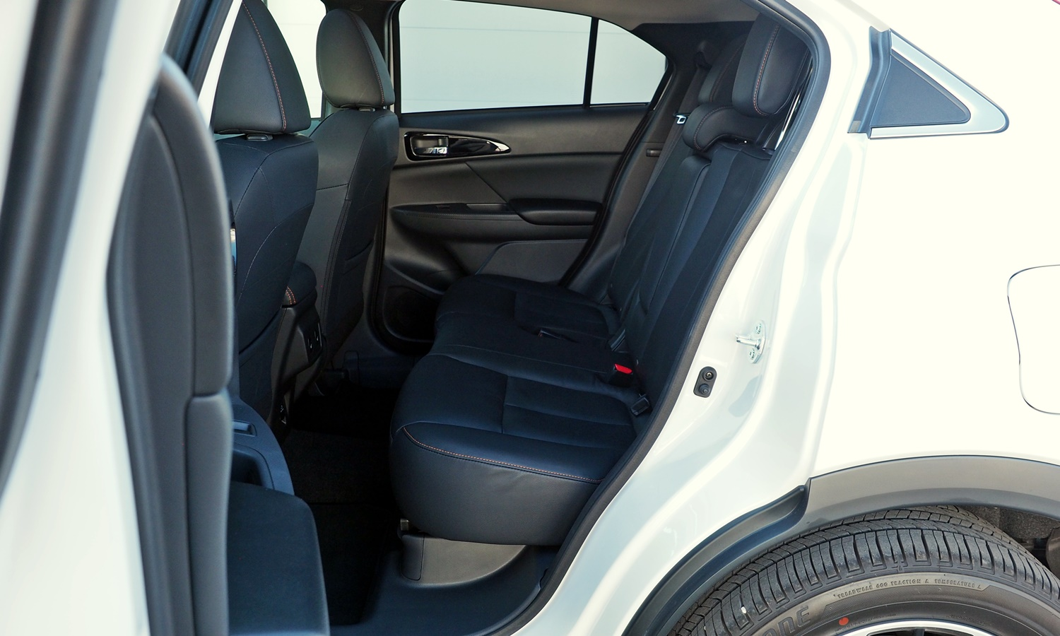 Mitsubishi Eclipse Cross Photos: 2018 Mitsubishi Eclipse Cross rear seat