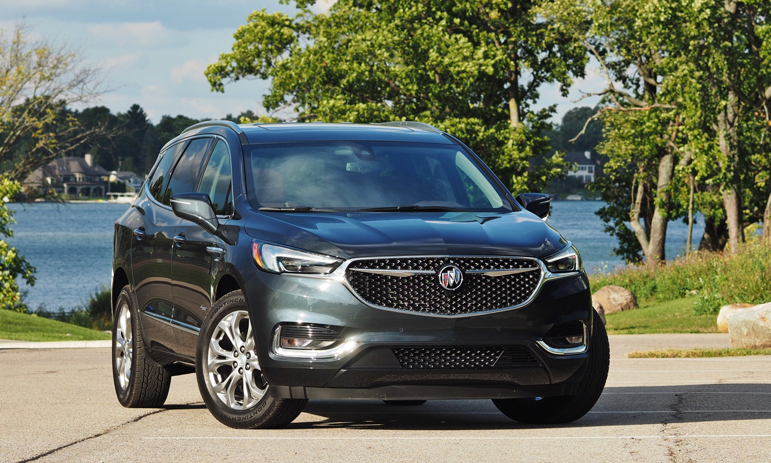 Enclave Reviews: Buick Enclave front angle view