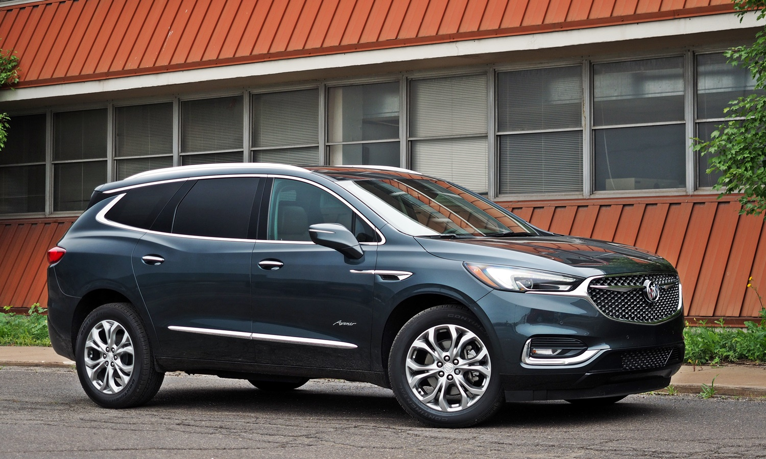 Enclave Reviews: Buick Enclave front quarter view