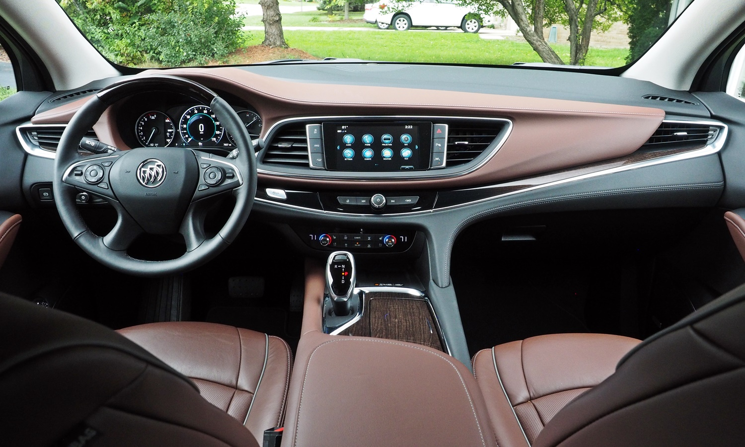 Enclave Reviews: Buick Enclave instrument panel full width