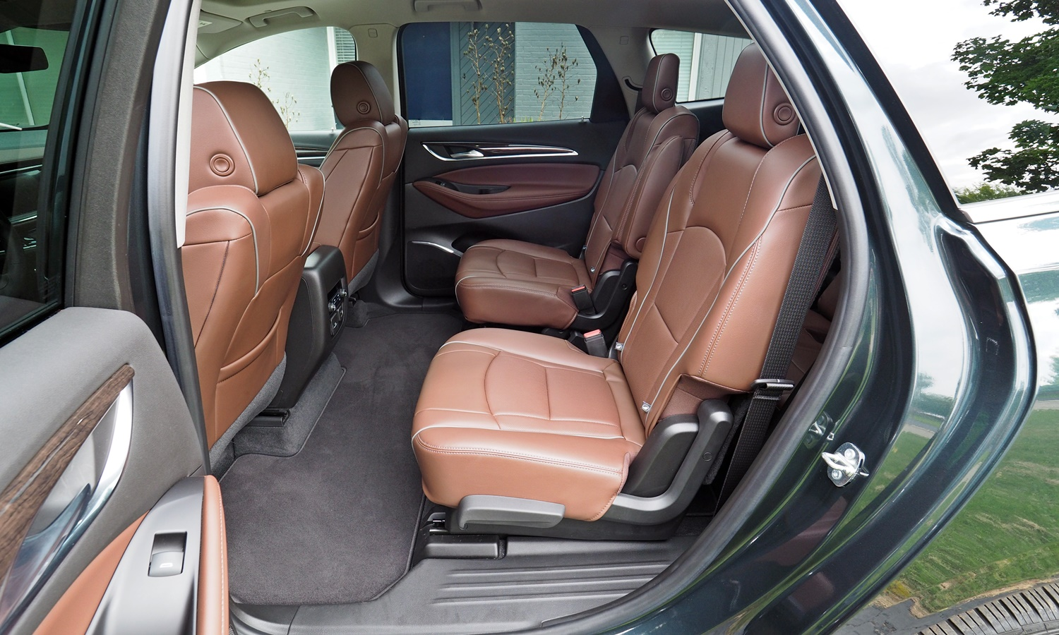Enclave Reviews: Buick Enclave second-row seats