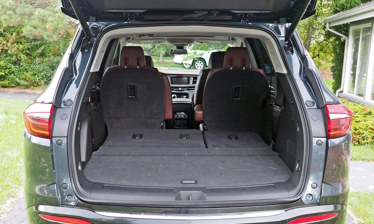 Buick Enclave Photos: Buick Enclave cargo area with second row folded
