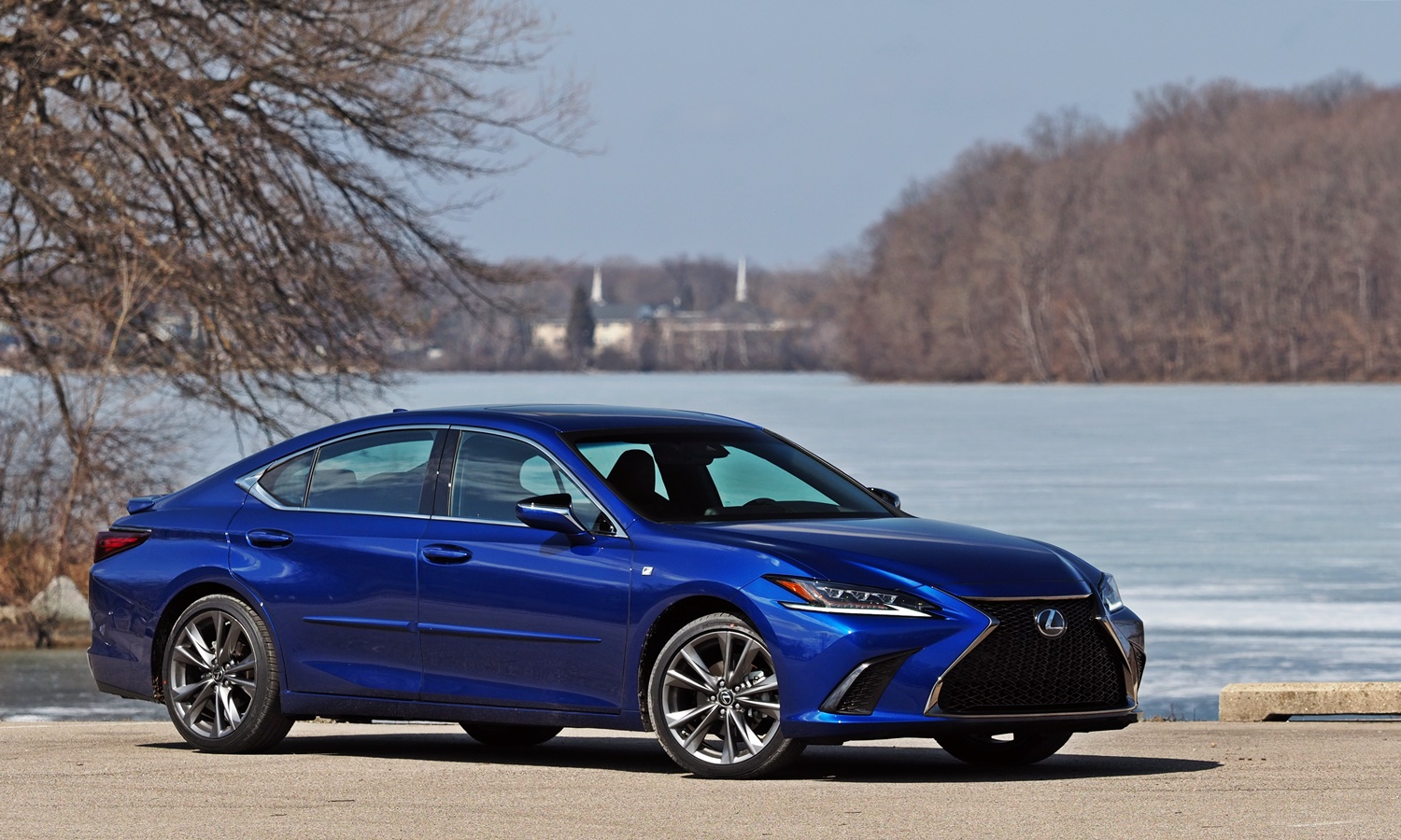 ES Reviews: Lexus ES 350 F Sport front quarter view