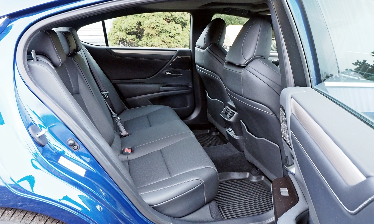 ES Reviews: Lexus ES 350 F Sport rear seat