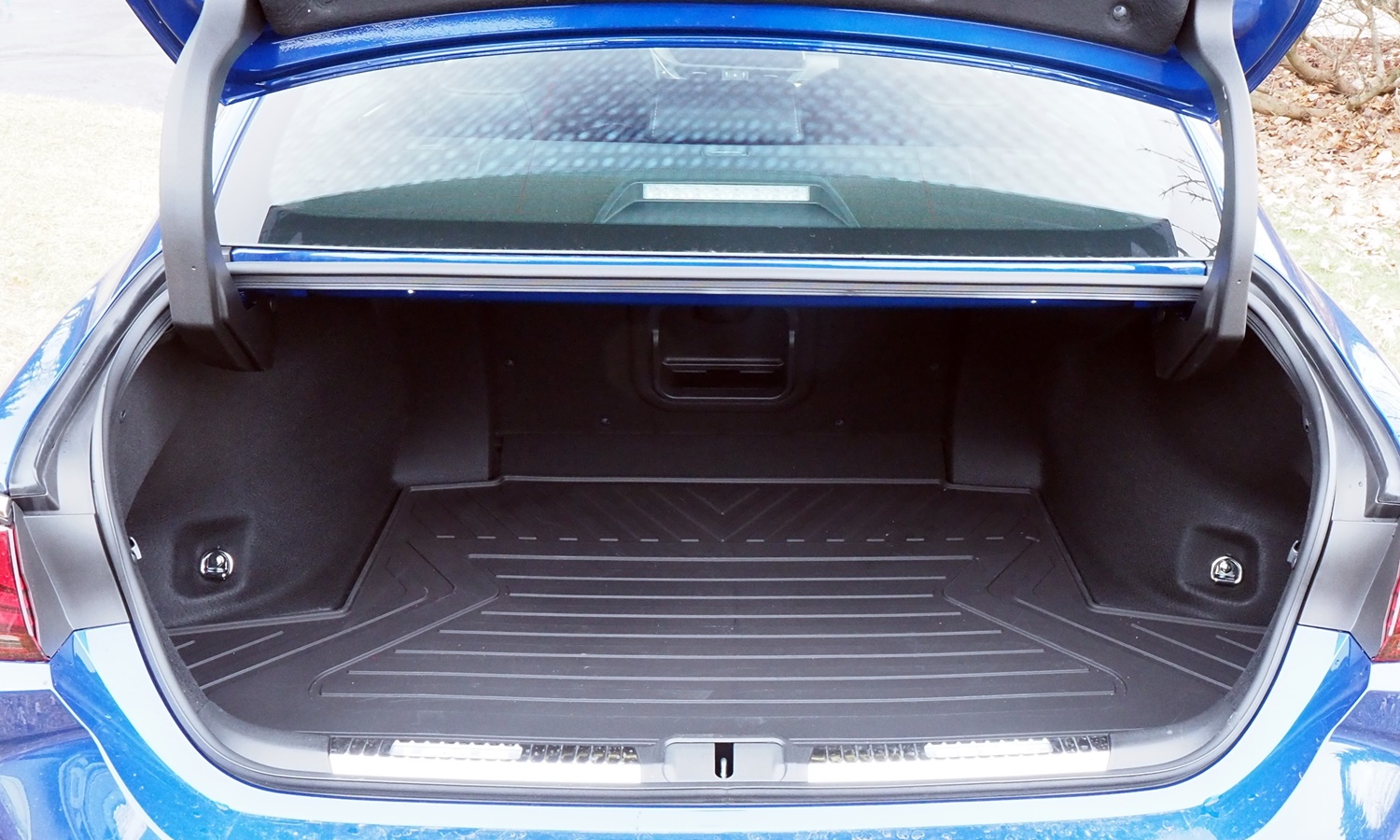 ES Reviews: Lexus ES 350 F Sport trunk