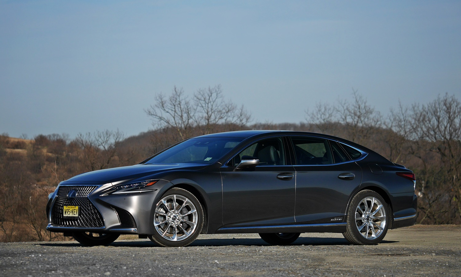 Lexus LS Photos: Lexus LS 500h front quarter view