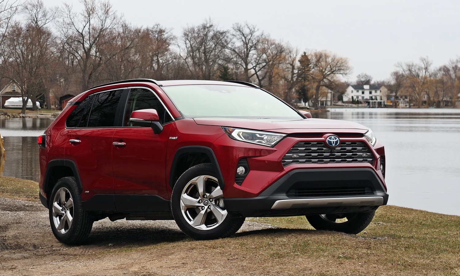 RAV4 Reviews: 2019 Toyota RAV4 front quarter view