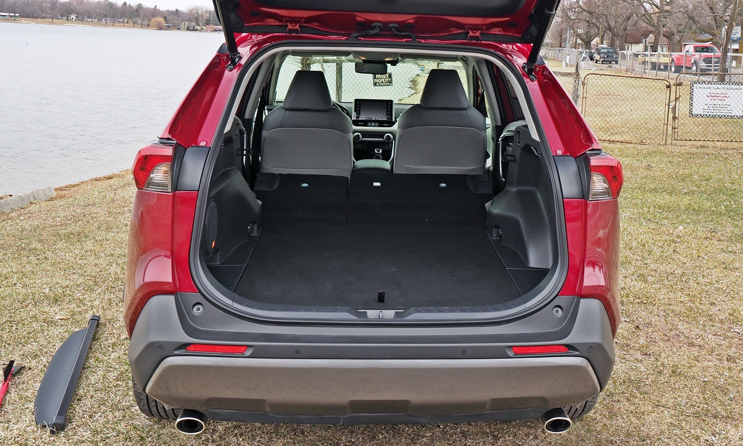 RAV4 Reviews: 2019 Toyota RAV4 cargo area seats folded