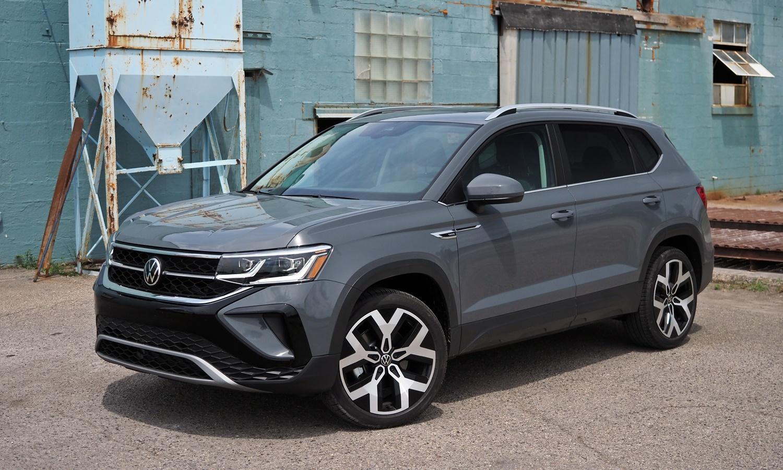 2022 Volkswagen Taos front three-quarter view