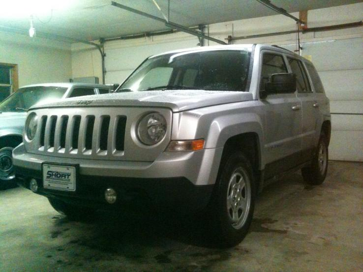 2012 jeep patriot photos car photos truedelta. Black Bedroom Furniture Sets. Home Design Ideas
